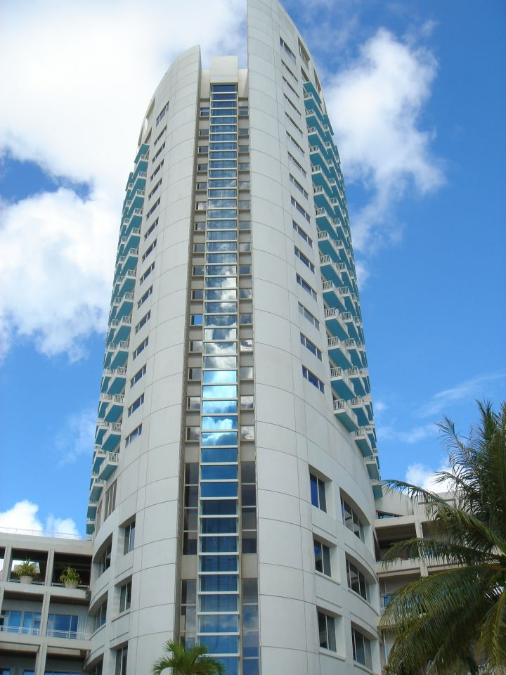 關島威斯汀飯店大樓。