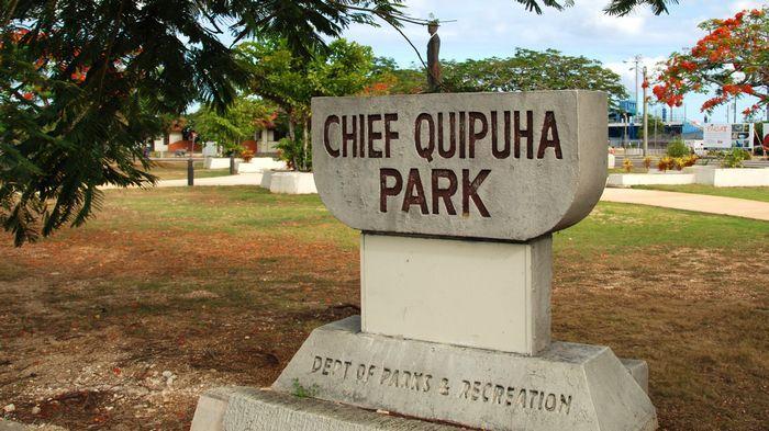 行走在1號公路與4號公路交界處,會路過一座有雕像的大酋長卡普哈公園。