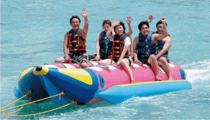島上水上活動非常豐富,包括浮潛、水上摩托車或是拖曳傘等等水上活動。