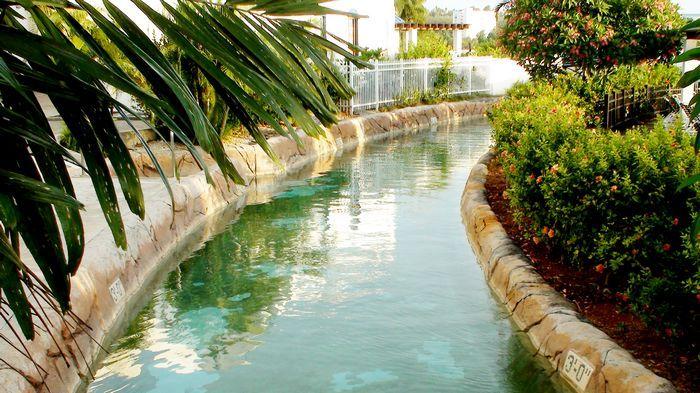 擁有全關島最長的遊園漂漂河(360公尺)。
