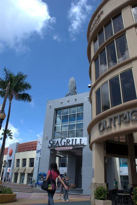 飯店另一側緊鄰UnderWater World跟Sea Grill。