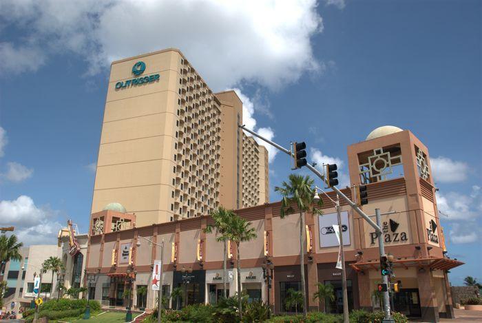 關島奧瑞格飯店連結了The Plaza購物中心。