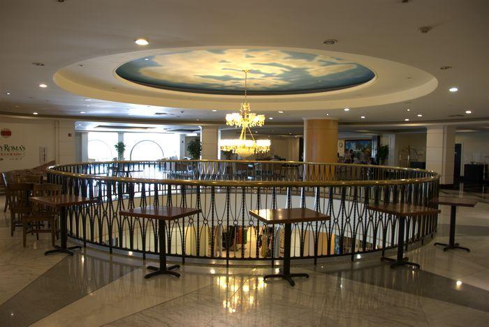 飯店大廳位於二樓。