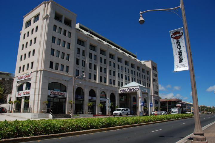 知名連鎖餐廳Tony Roma's 跟 Capricciosa分別在皇家蘭花飯店內。