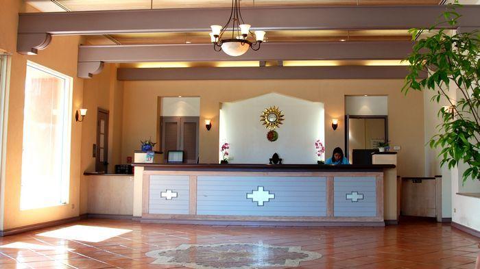 大廳從地板的選材到梁柱的顏色,都充滿西班牙風格。