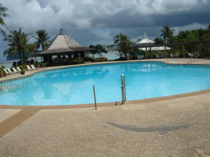 飯店泳池。