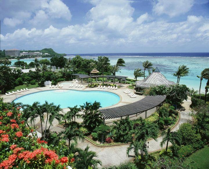 飯店內部泳池。