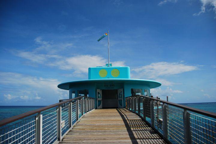 魚眼海洋公園的海底展望塔是關島知名景點。