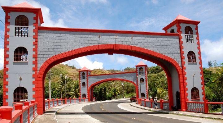 造型宛如拱門的猶瑪特克橋,在南部環島的路程讓人很難錯過。