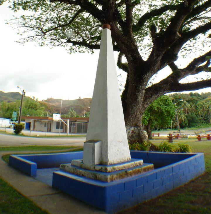 三角尖錐造型的麥哲倫登陸紀念碑 Magellan Monument。