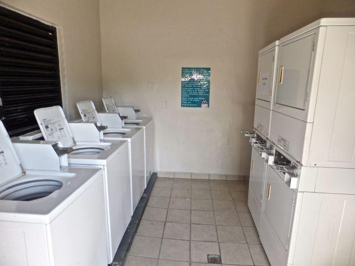 飯店設施洗衣房。