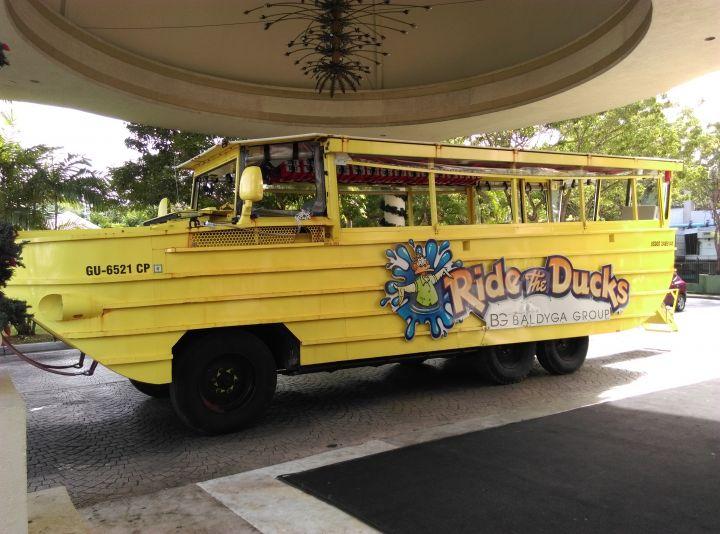 關島最新、最熱門的活動-水陸兩棲小鴨車。