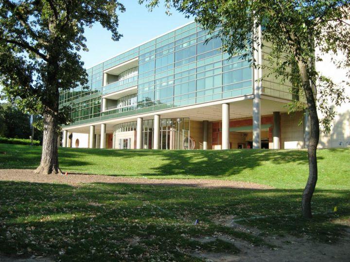 關島學校校區。