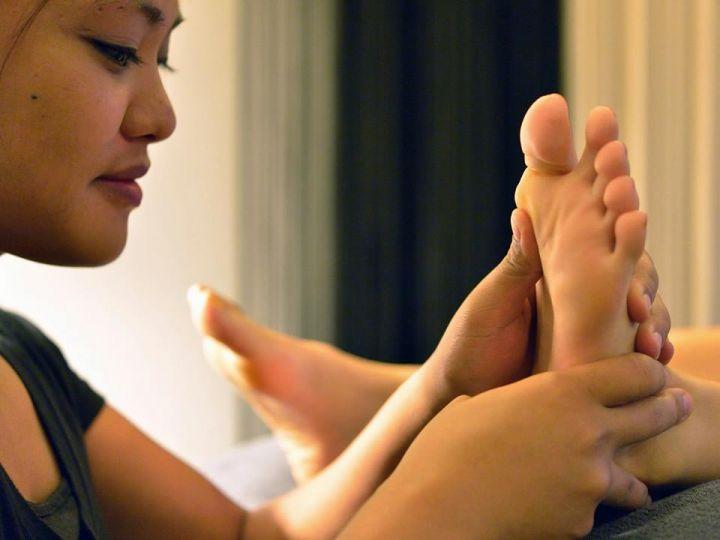 這裡最受顧客歡迎的療程是100分鐘的全身芳香精油按摩。