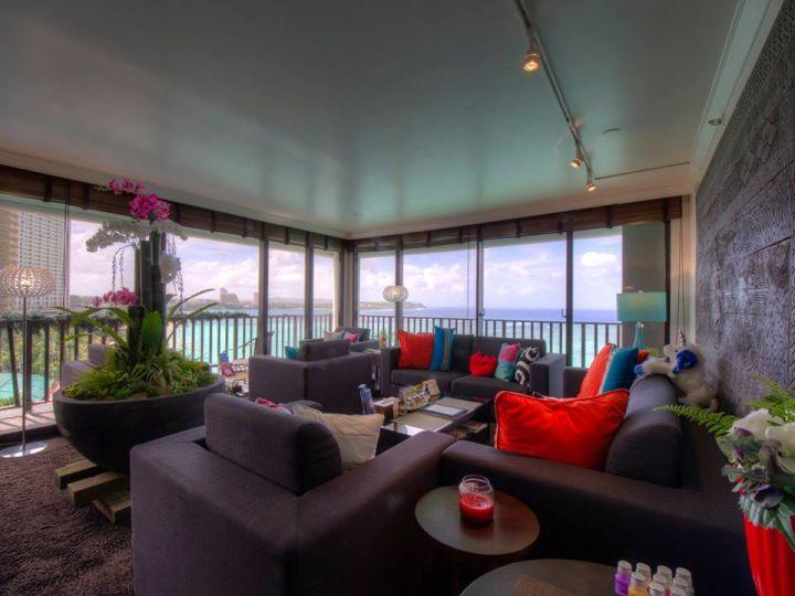 走進Olive Spa Resort大廳可以完整眺望整個杜夢灣海景。