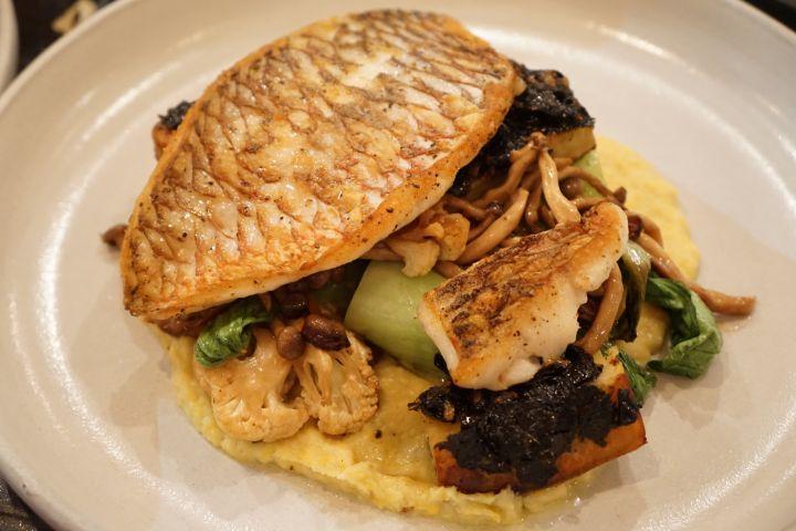 魚料理的周邊蔬菜與醬汁,有別於以往吃到的海鮮料理喔。