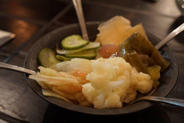 餐前小菜,酸酸甜甜的醃漬物,讓你的胃口大開。