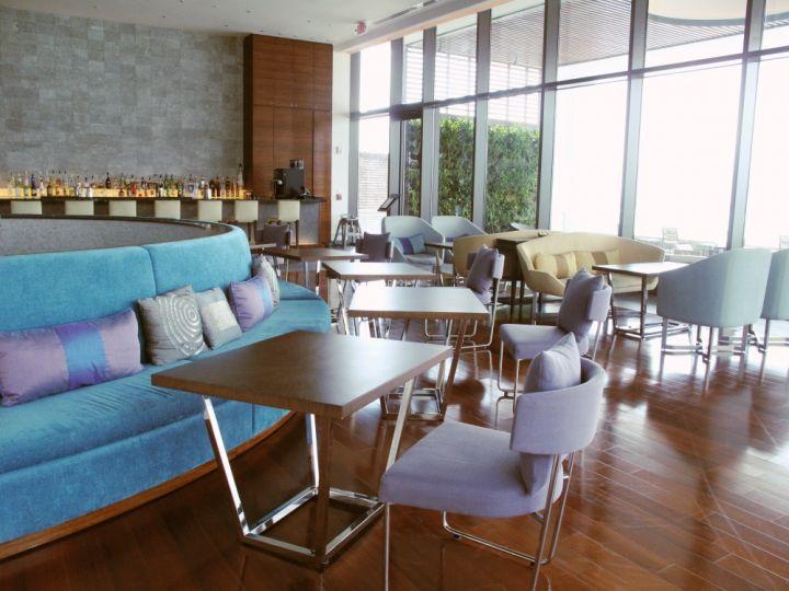 座位有室外和室內座位可供選擇。