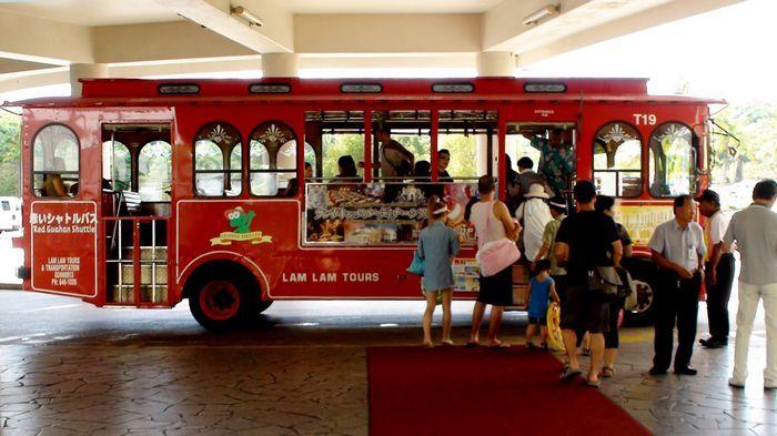 噹噹車主要路線行駛杜夢灣、亞加納的購物中心、飯店與景點。