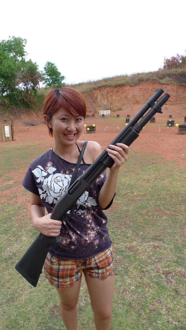 這個活動對沒摸過槍枝的人,以及不用當兵的女性朋友都是非常特別的經驗。