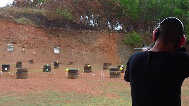 雖說是實彈,實際上為了安全考量採用了練習的空包彈,但這並不會減少樂趣的啦!
