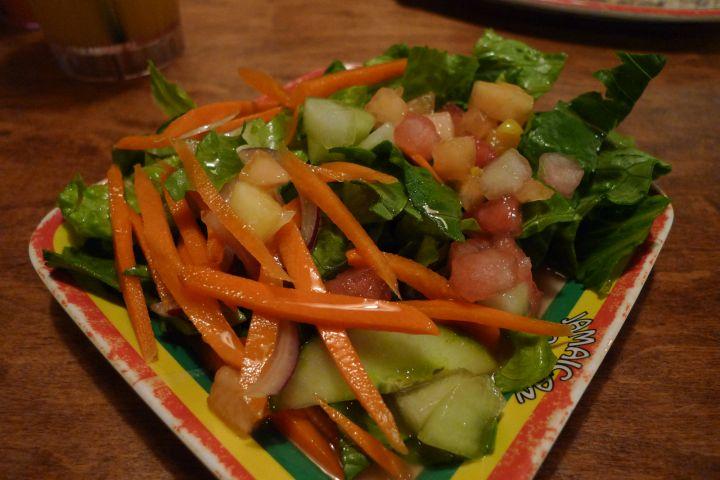 主菜搭配的生菜盤。
