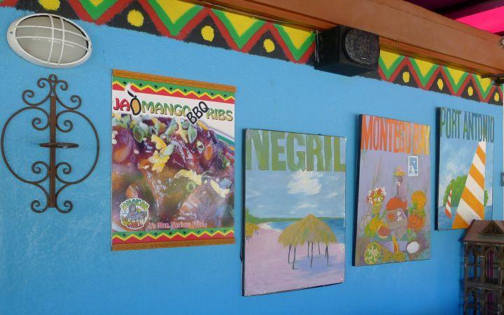 餐廳內充滿各式海島彩繪。
