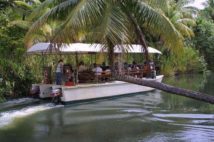 叢林之河探險(Adventure River Cruise)是關島南部泰拉佛佛河(Talofofo River)獨有的有趣活動。