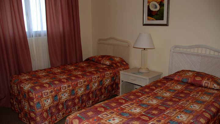 標準房型採用大量藤製家具,營造出渡假氛圍。