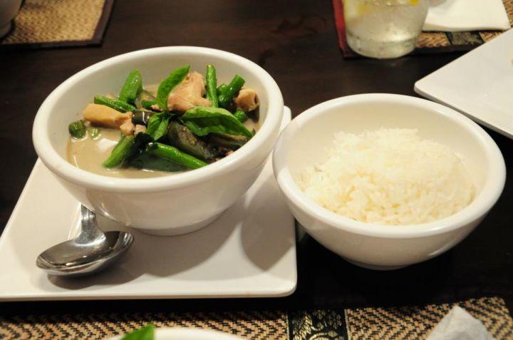 超下飯的咖哩料理。