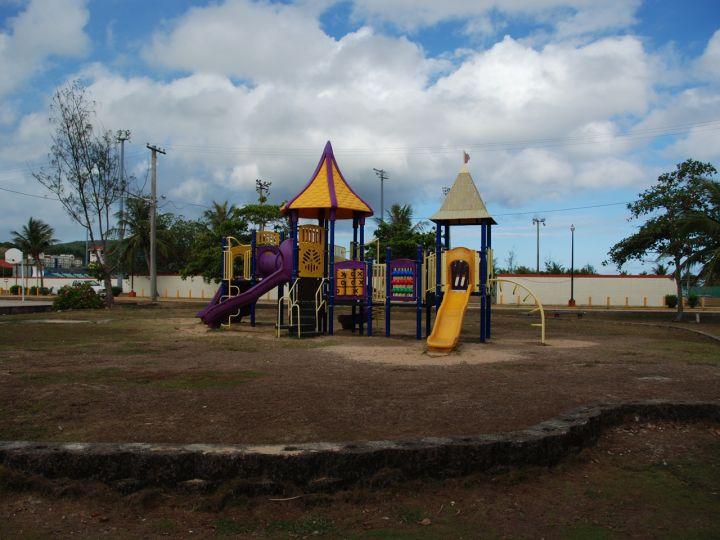 公園裡面有各式各樣的運動設施與場地,是關島當地熱門運動公園。