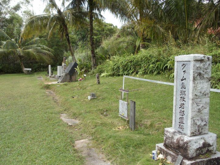 公園內有許多寫著漢字的紀念碑,還有設立一間日本寺廟與住持,撫慰傷亡的靈魂。(圖片來源/Through Local Eyes)