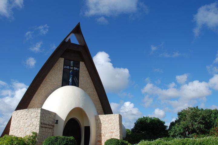 鵝蛋形大門設計在日本語寓意為新人之誕生。